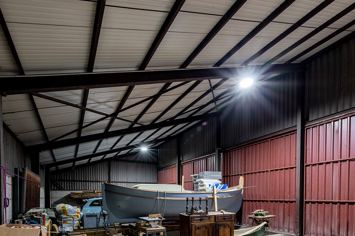Eclairage intérieur entrepôt halle de stockage