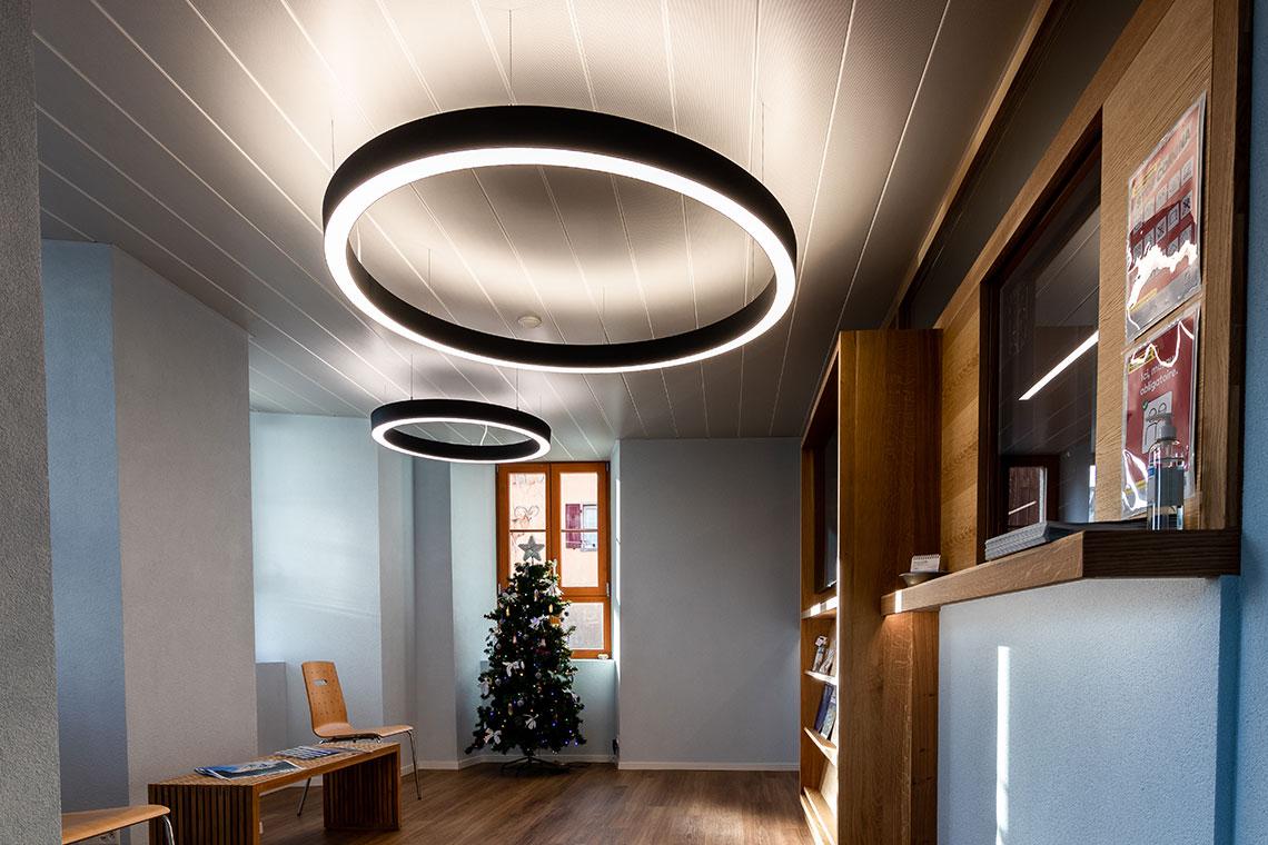 éclairage intérieur bureau communal
