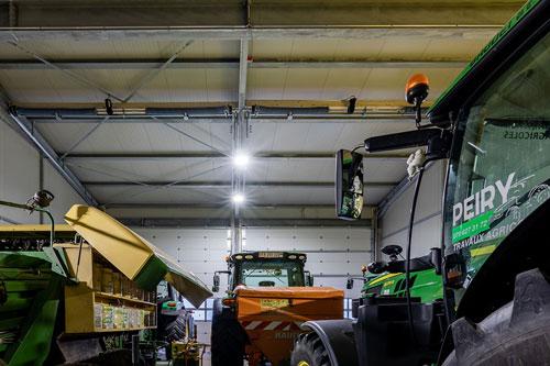 éclairage intérieur hangar
