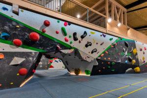 éclairage d'une salle de sport totem escalade vaud
